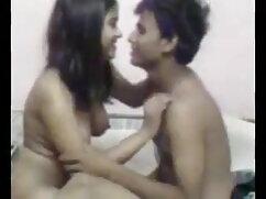 चश्मे के साथ किशोर बकवास सेक्सी वीडियो एचडी मूवी हिंदी में के बाद एक Footjob देता है।