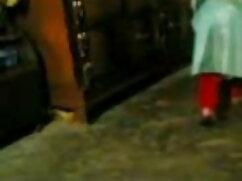 मोज़ा में युवा आकर्षक एक हिंदी में सेक्सी मूवी वीडियो में खिलौने के साथ हस्तमैथुन करता है
