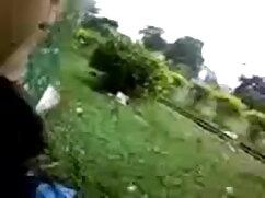 पैर फैलाते हुए आइका अपनी अंगुलियों से उसके सेक्सी मूवी वीडियो हिंदी में बीवर को खुश करती है