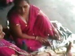 दो हिंदी में सेक्सी मूवी वीडियो में लड़कियां एक विशाल मुर्गा का आनंद लें
