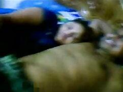 प्यारा गोरा एक सोफे पर गड़बड़ हो जाता है सेक्सी वीडियो में हिंदी मूवी और सही स्तन पर मुर्गा बंद झटका