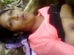 सींग का बना लड़की उसके हाथों फुल सेक्सी मूवी हिंदी में को चारों ओर मोटी मुर्गा लपेटता है और उसे चूसता है