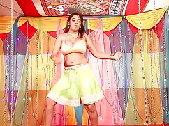 भव्य श्यामला उसके बड़े गधे द्वारा सेक्सी में हिंदी मूवी गड़बड़ कर दिया